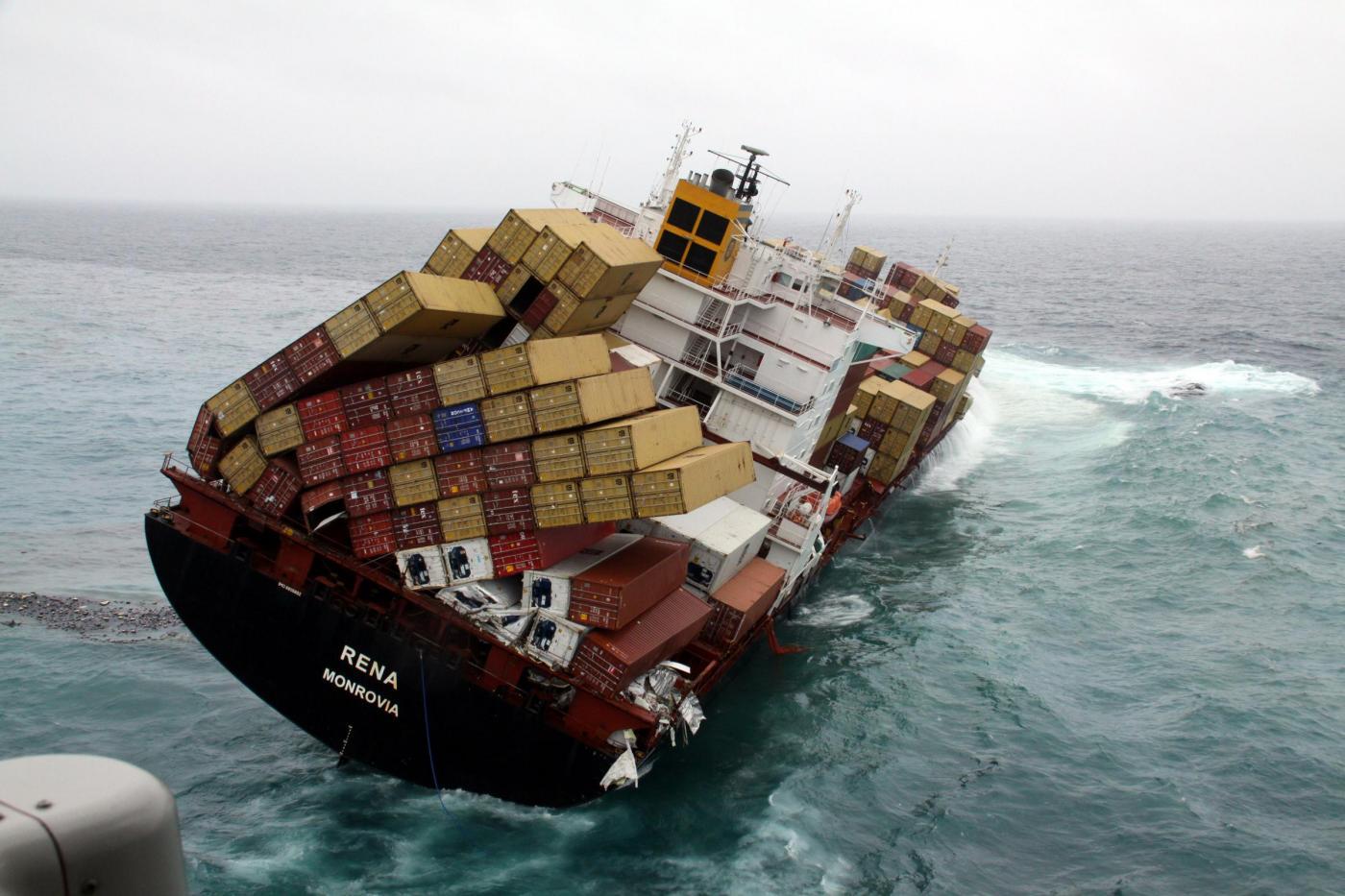 Združená havária potápajúcej sa lodi. Ilustračná foto.