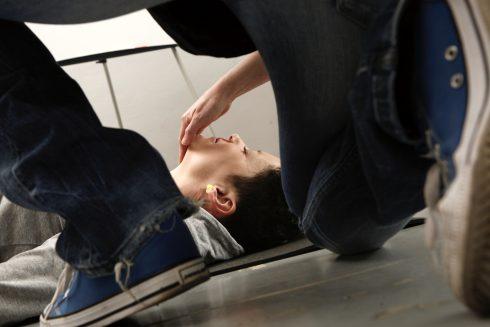 Prvá pomoc na vlastnej koži: II. diel – Resuscitácia dospelého, dusenie, krvácanie, mŕtvica a jedno úmrtie k tomu