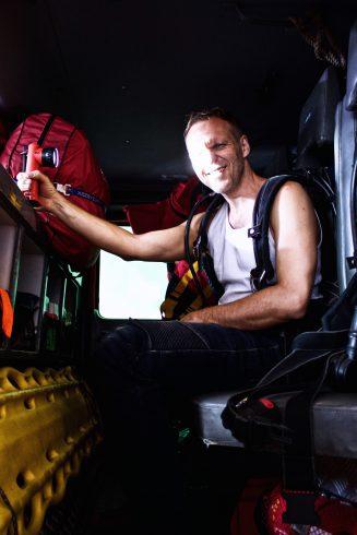 Záchranár, ktorý vás príde vystrihnúť z vraku na dialnici aj vyloviť pri povodni
