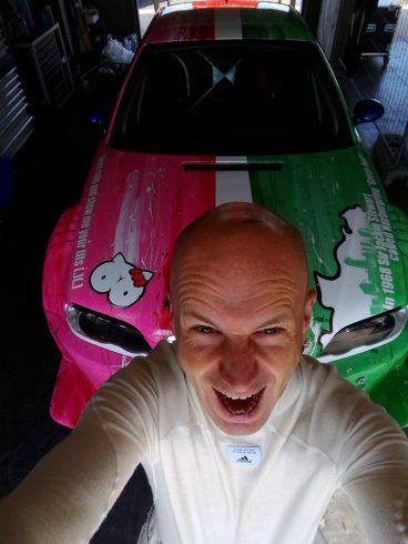 Ex-šéfredaktor českého TopGearu vás naučí jazdiť ako pretekár.
