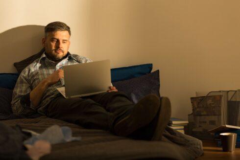 Mladí sú lapení v sociálnych sieťach a čím ďalej osamelejší. Majú vedci pravdu?