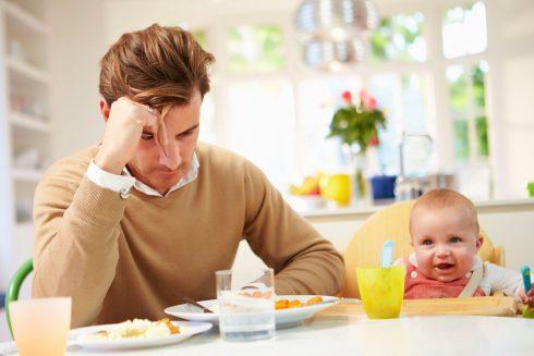 Popôrodná depresia ako zabijak vzťahov. Môže postihnúť aj mužov.