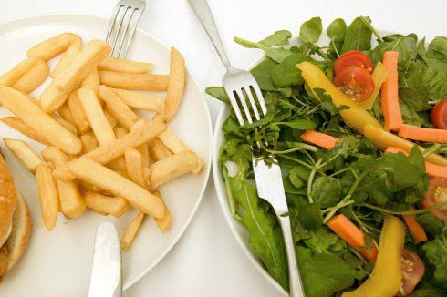 Odborníčka: Vo fast foodoch sú problematické aj šaláty. Dá sa najesť zdravo a rýchlo?
