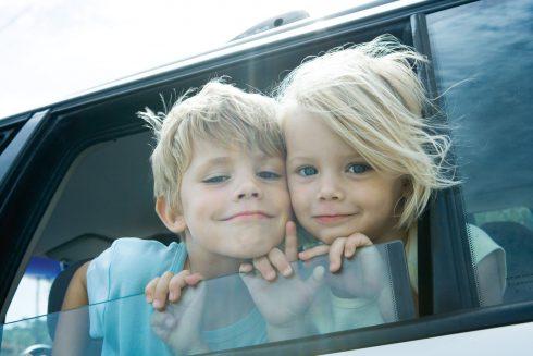 Ako prežiť dlhú cestu s deťmi v aute