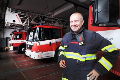 """""""Raz horelo v sexshope. Na strope mali latexové kukly, ktoré sa dotýkali bodoviek,"""" vraví hovorca hasičov."""