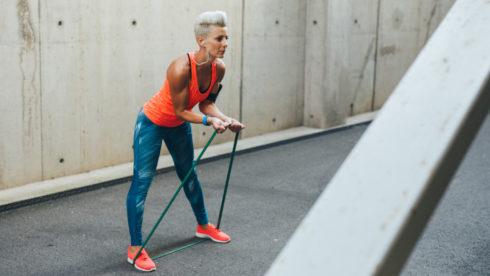 Cvičenie s elastickými popruhmi: nohy, ruky a brušné svaly