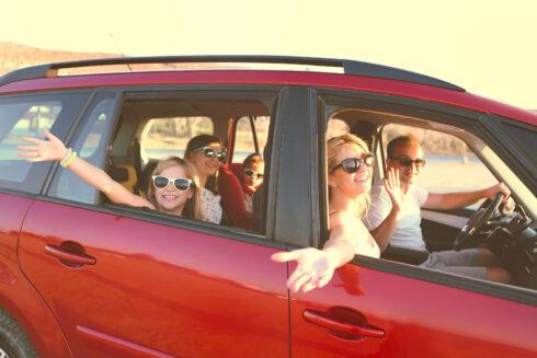 Zábava na cestách s deťmi alebo ako zabrániť vracaniu v aute